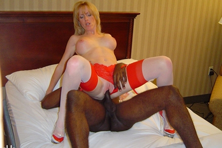 Sexy Holly Wetlove having sex with black cock on bed